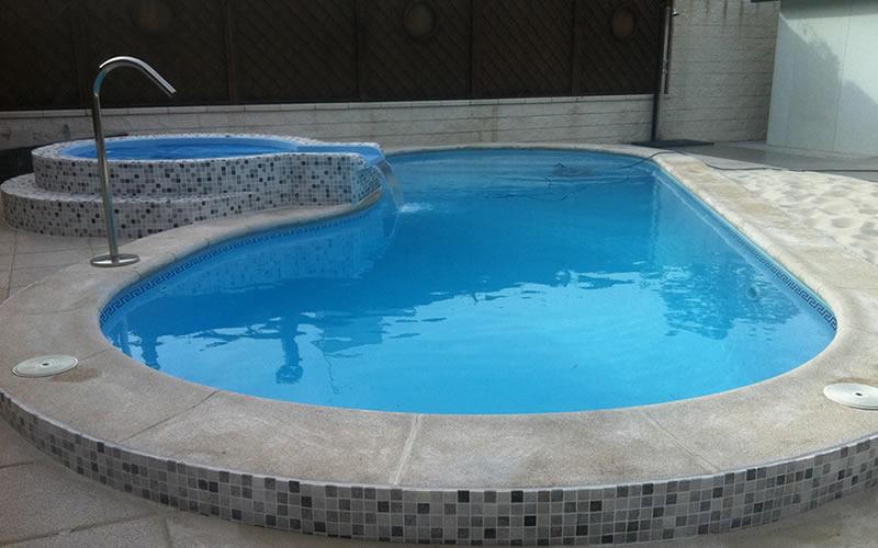 Imagenes y fotos de piscinas prefabricadas for Fotos de piscinas climatizadas