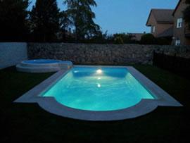 Piscinas brunete iluminacion de piscinas prefabricadas en for Piscinas prefabricadas madrid